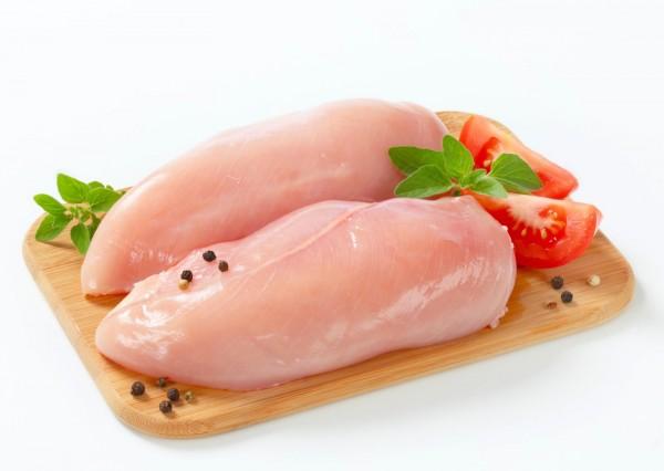 Cách nấu súp gà ngon nhất dành cho bé - Chọn thịt lườn gà để nấu súp ngon hơn.