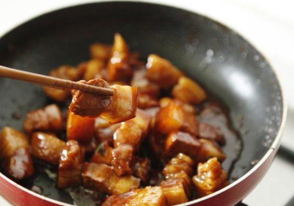 Cách làm tôm rim thịt ba chỉ
