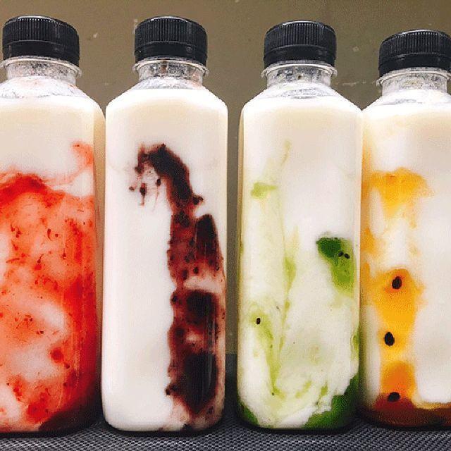 các chai sữa chua hoa quả