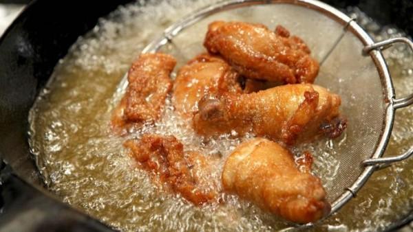 ga chien - Rán gà đúng cách thịt gà ăn sẽ ngon hơn