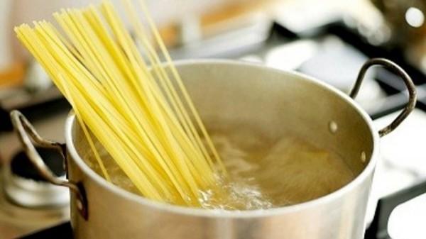 Luộc mì - cách làm mì Spaghetti