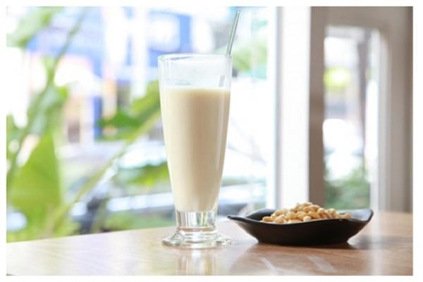 Cách làm sữa đậu nành nguyên chất đơn giản nhất ngay tại nhà - sua dau nanh