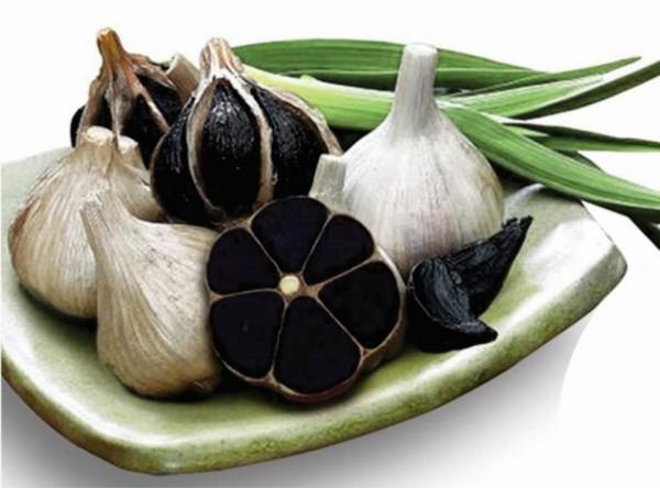 Toi den - Thành phẩm cuối cùng có màu đen, vị chua ngọt, thịt mềm dẻo và khô