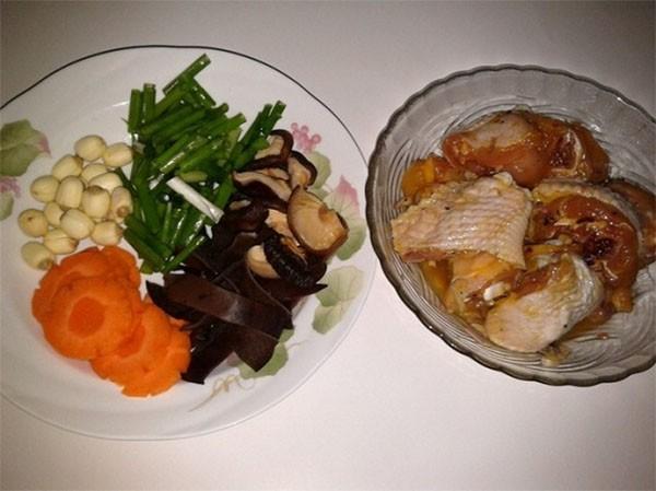 Chuẩn bị nấu canh gà nấm - cách nấu canh gà nấm