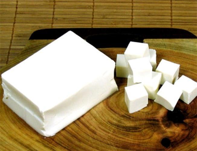 Thái đậu thành từng miếng vuông nhỏ vừa ăn - Cách nấu canh kim chi đậu phụ