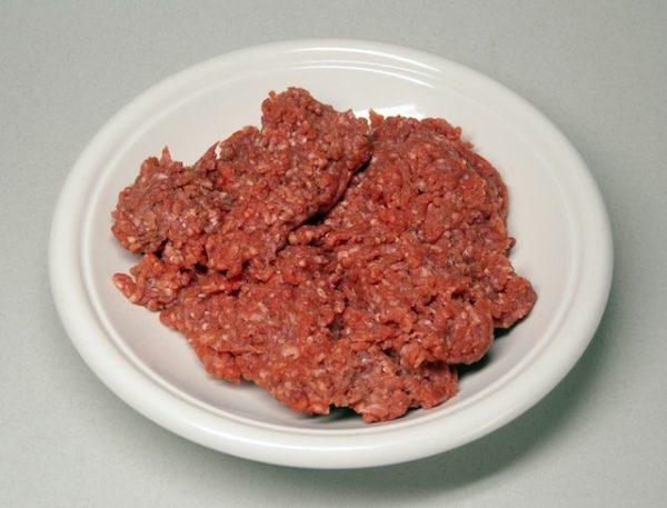 Bằm nhỏ thịt bò - nấu cháo dinh dưỡng cho bé