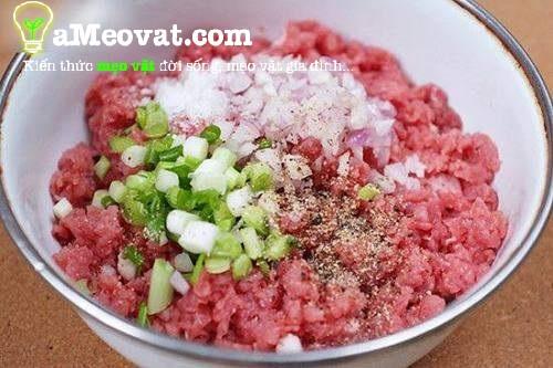 Cách nấu cháo thịt bằm ngon - Thực hiện ướp thịt bằm