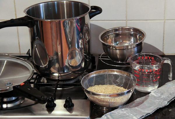 Nấu cơm gạo lứt trực tiếp với nước bằng nồi áp suất - cơm gạo lứt