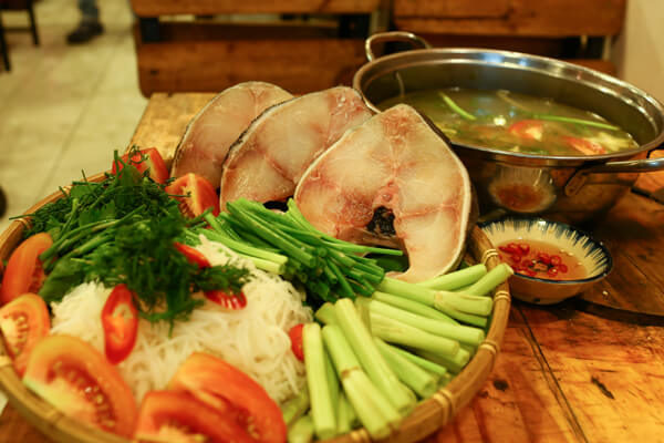 Lẩu cá bớp măng chua đặc sản miền Trung