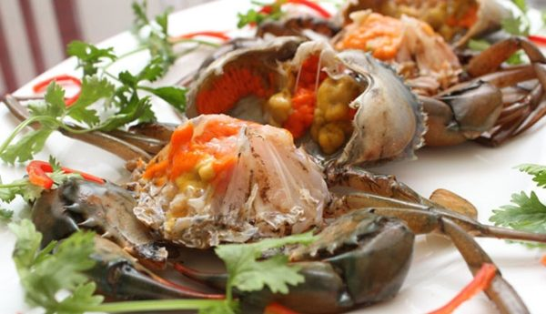 Chuẩn bị cua - cách nấu lẩu cua biển đơn giản