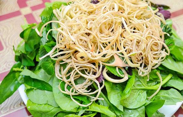 Cách nấu lẩu cua đồng - Hoa chuối và rau sống ăn lẩu