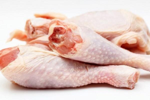 Bạn có thể chọn phần thịt đùi gà để xào - cách làm gà xào sả ớt