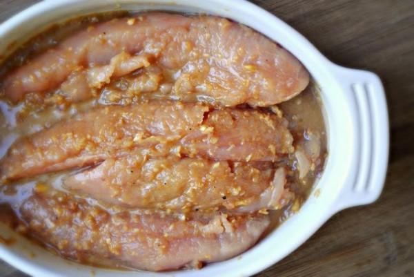 Ướp thịt gà - cách làm gà xào sả ớt