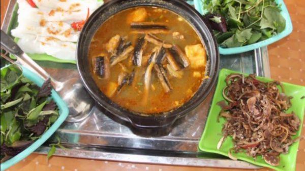 Chế biến nồi lẩu lươn thật dễ dàng - lẩu lươn chua cay