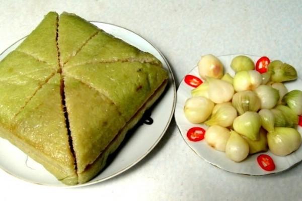 Bánh chưng và dưa hành - món ngon ngày Tết