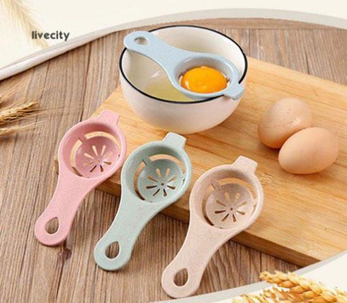 tách lòng đỏ trứng bằng muỗng