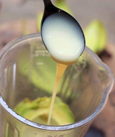 cho sữa vào khi xay sinh tố bơ
