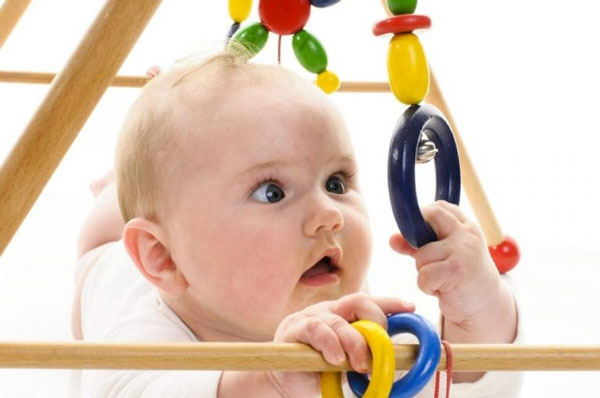 Đồ chơi cho bé sơ sinh
