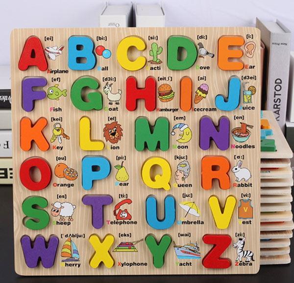 bé học chữ cái tiếng anh