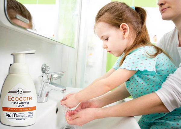 nước rửa tay cho bé