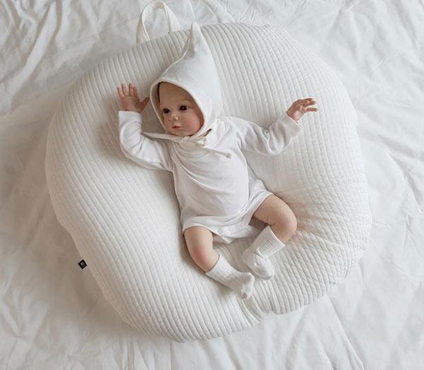 gối chống trào ngược cho trẻ sơ sinh
