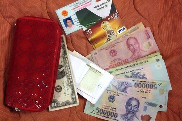Tiền mặt và giấy tờ tùy thân cũng rất quan trọng trong mỗi chuyến đi