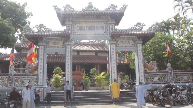 Cổng tam quan - Chùa Thiên Minh