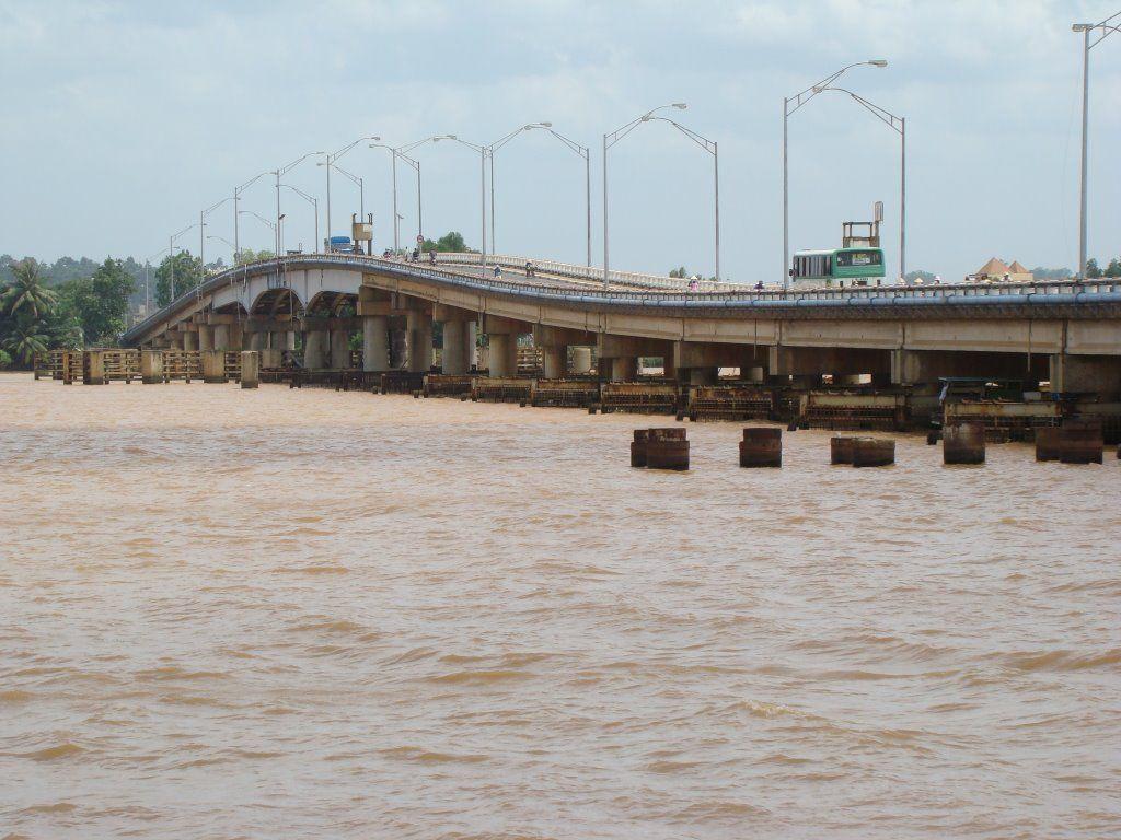 Cây cầu bắc qua sông Đồng Nai
