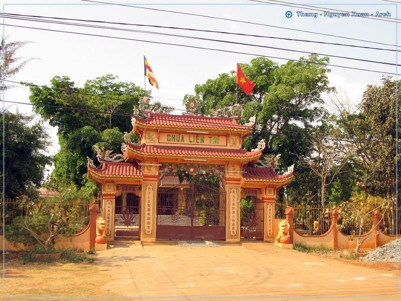 Cổng vào chùa Liên Trì