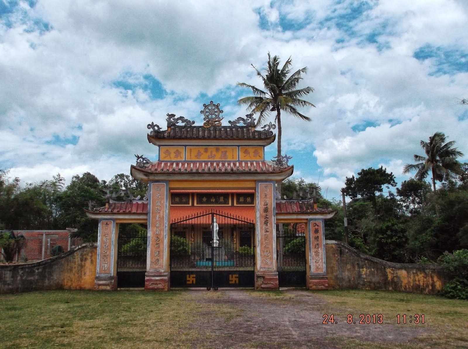 Tam quan chùa Nhạn Sơn Bình Định