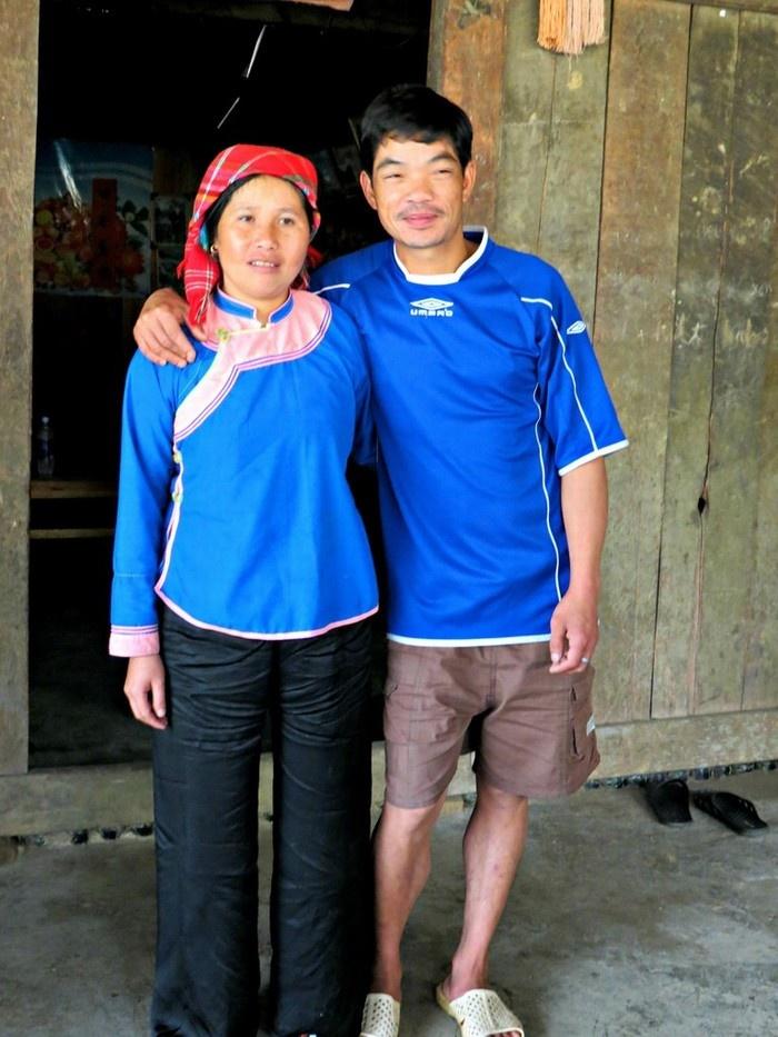 Áo xanh, quần đen là cách phối màu thường gặp ở dân tộc Giáy