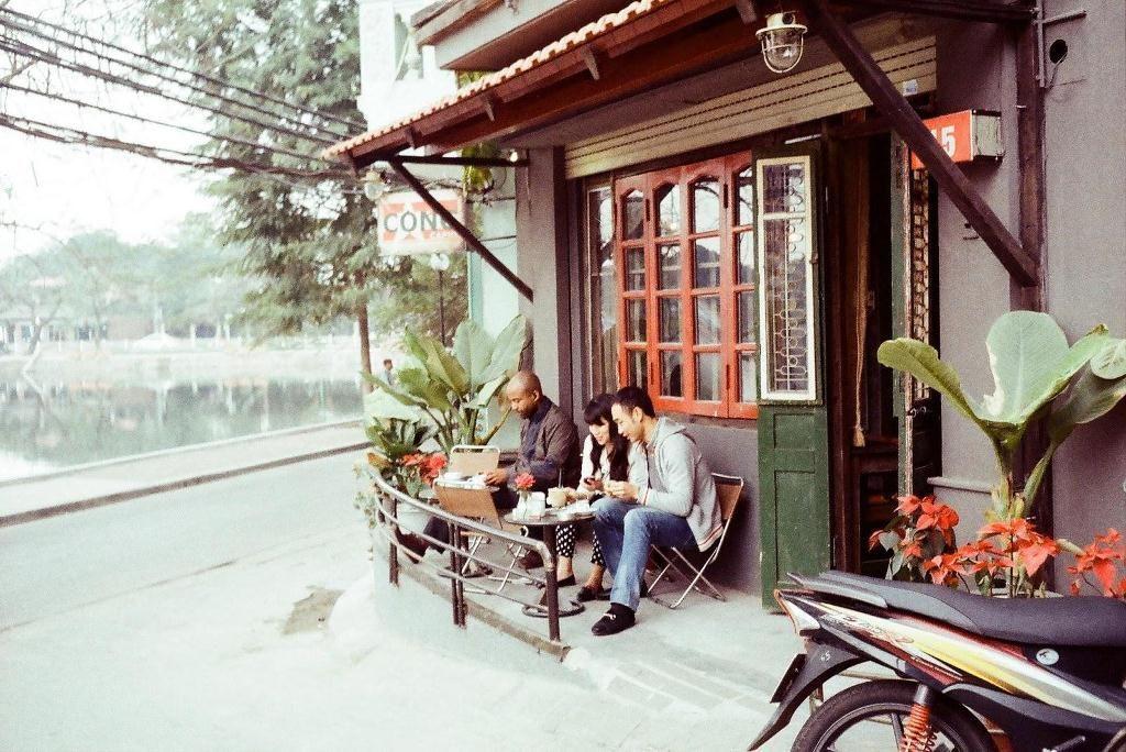 Tìm ký ức xưa ở Cộng Cafe