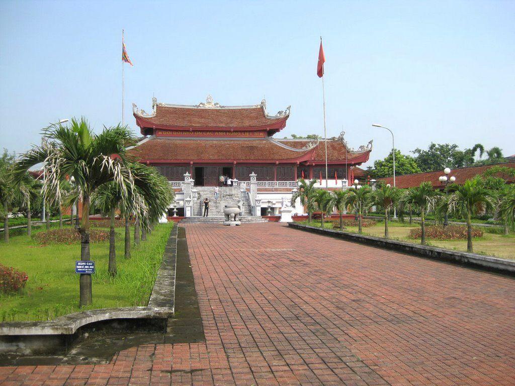 Cổng Đền liệt sỹ quận Hồng Bàng