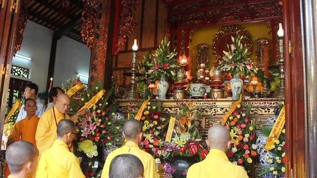 Ngày lễ tại chùa Thiên Minh
