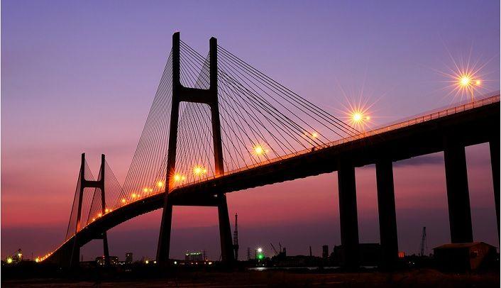 Cầu Phú Mỹ lên đèn khi đêm xuống