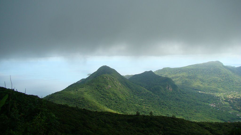 Quần thể núi Chúa Anh và ba núi Chúa Em