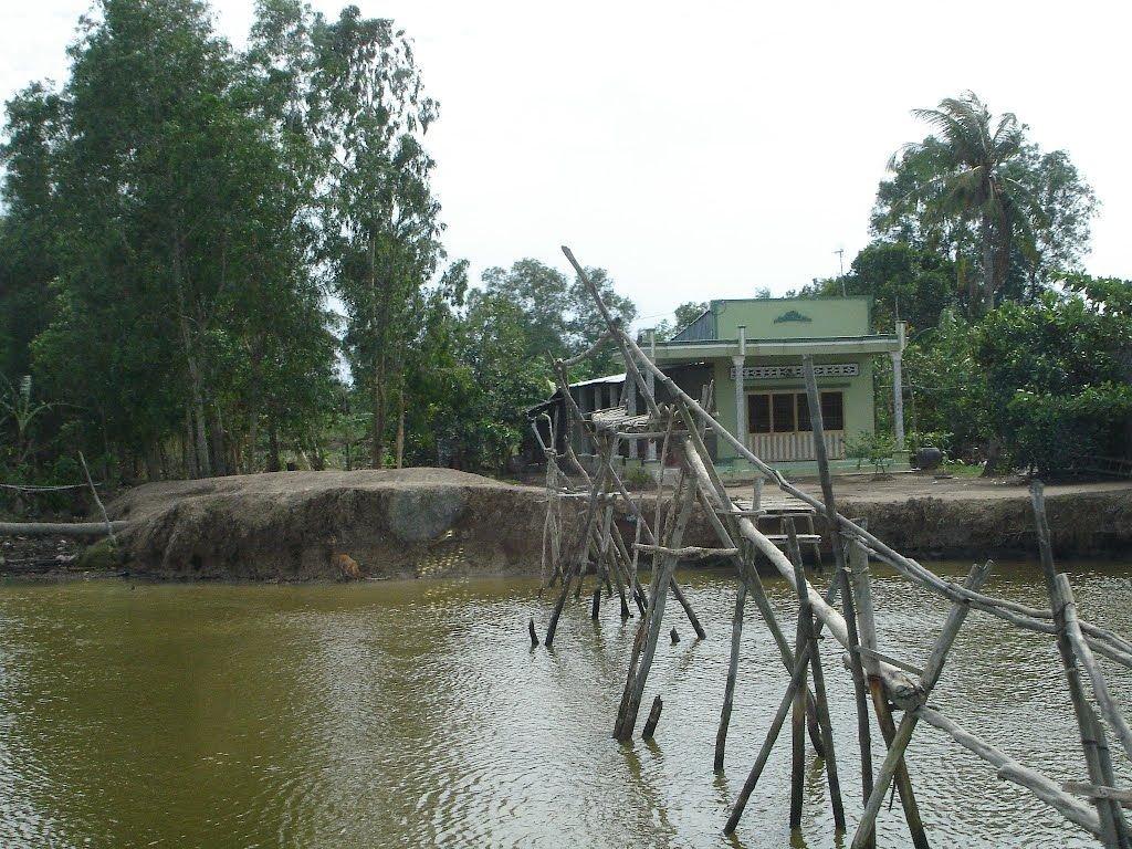 Cầu khỉ đặc trưng cửa U Minh Thượng