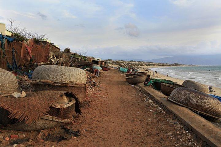 Du khách đến đây để cùng trải nghiệm cuộc sống tại làng chài nơi đảo xa