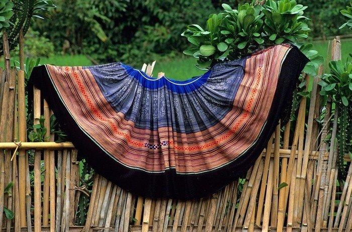 Chiếc váy muôn màu muôn sắc của dân tộc Hmông