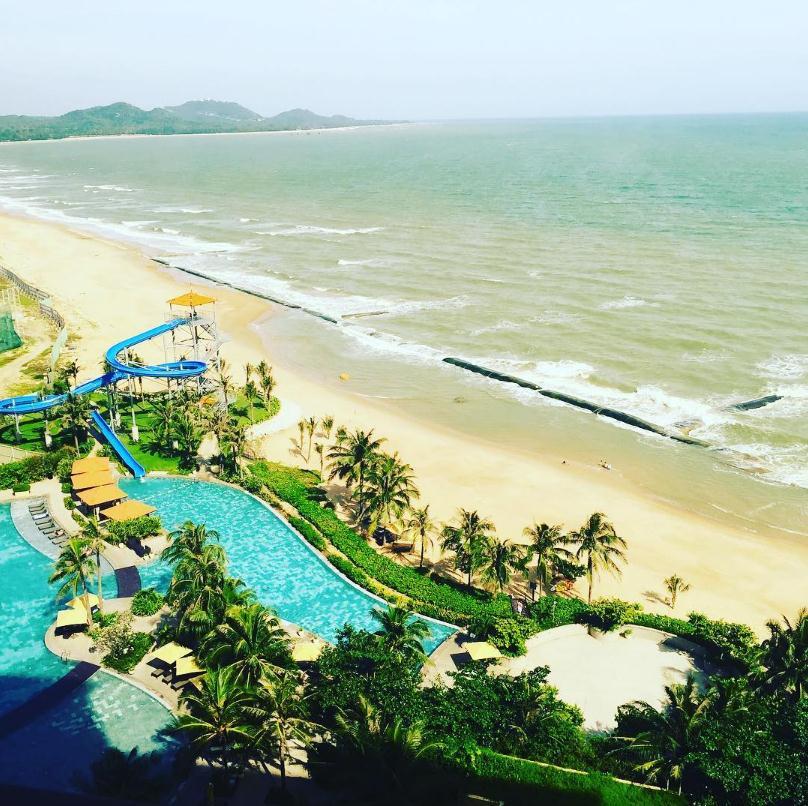 View biển cực đẹp từ The Grand - Ảnh: Instagram @manhha1991