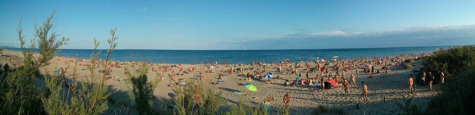 Bãi biển khỏa thân nổi tiếng của nước Pháp