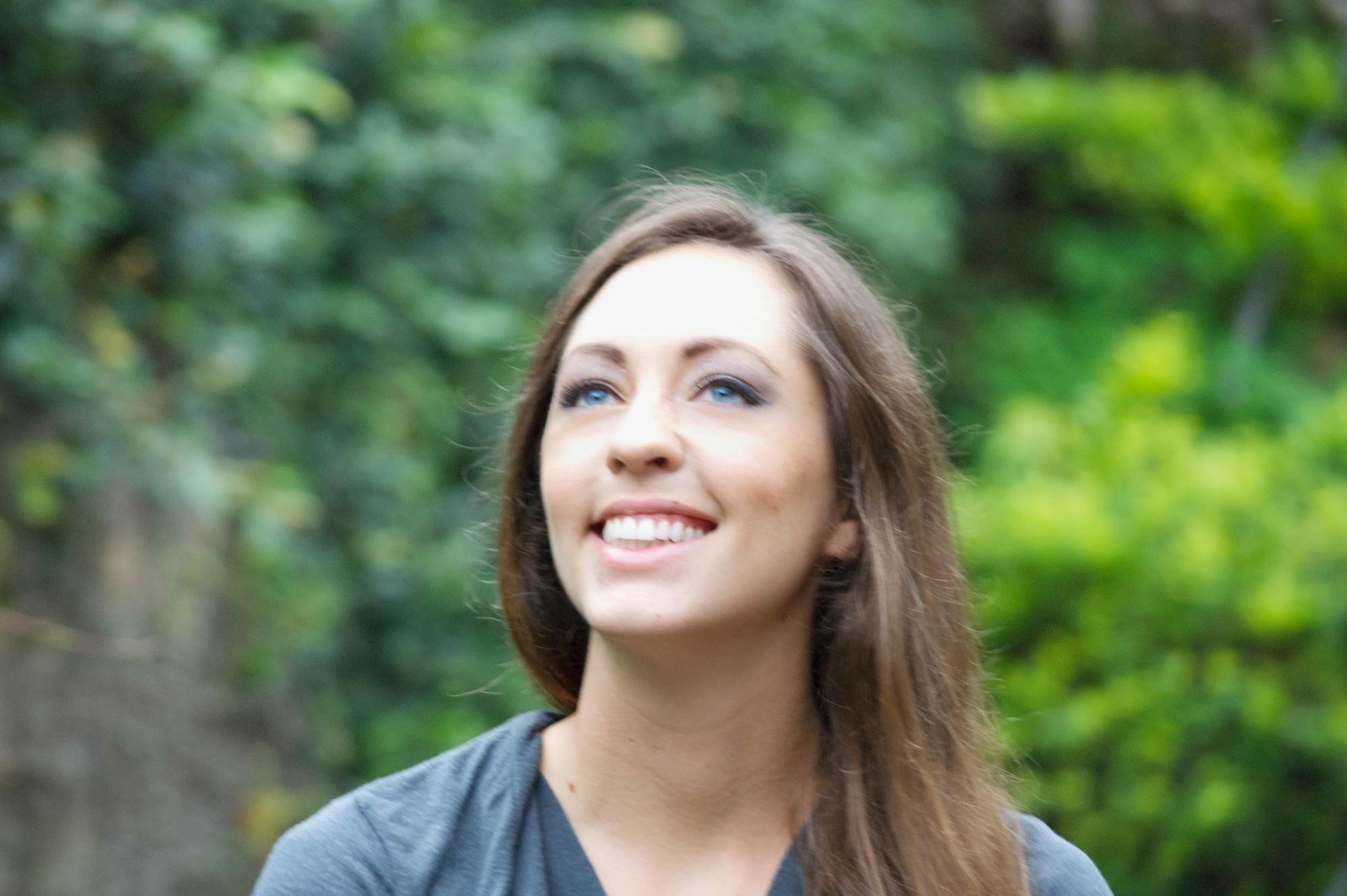 Nụ cười như nắng mai của cô gái với tài khoản Be My Travel Muse