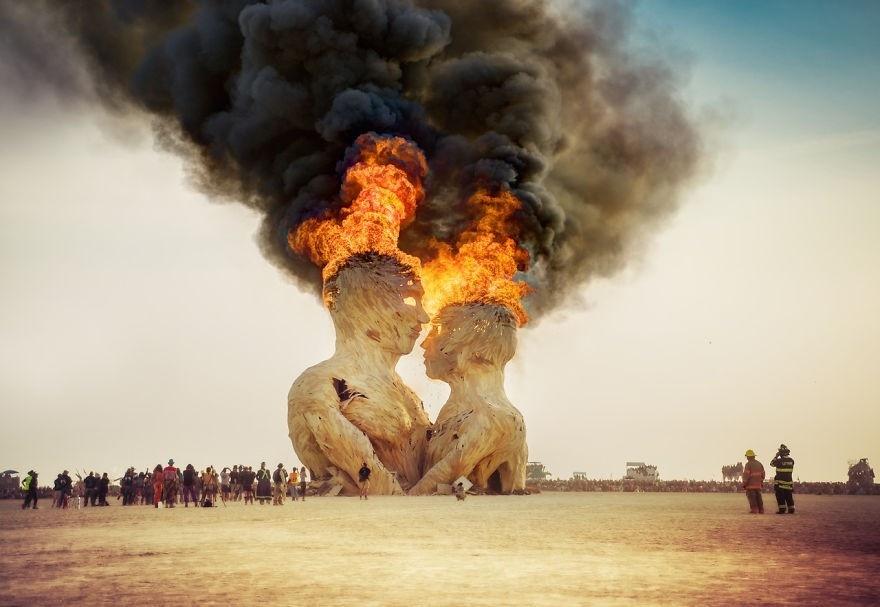Các tác phẩm nghệ thuật sẽ dần được đốt trong quá trình diễn ra lễ hội Burning Man