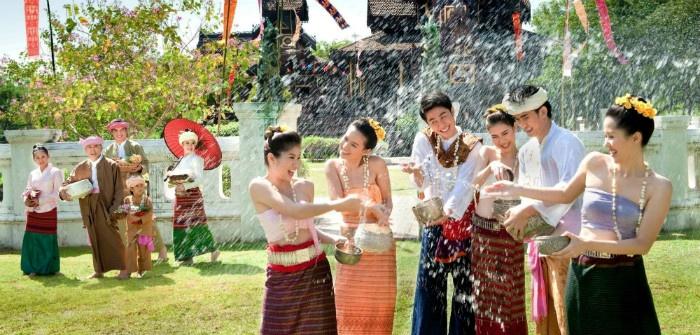 Mọi người Thái Lan sẽ té nước vào nhau