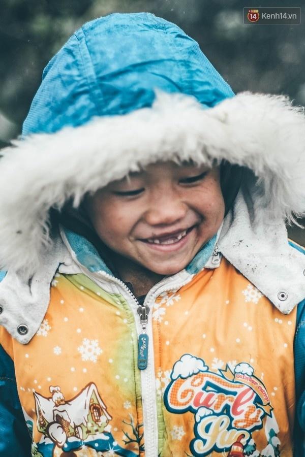 Nụ cười hồn nhiên của bé thơ xứ tuyết Sapa