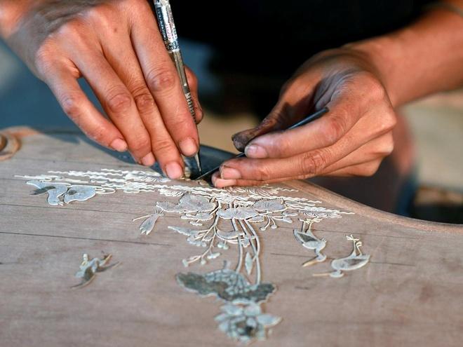 Các chi tiết cắt xong đươc ghép nổi tạm thời như tranh hoàn chỉnh trên gỗ.