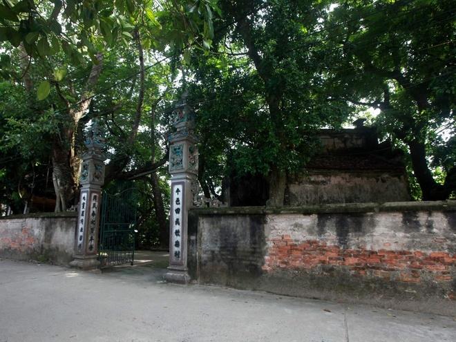 Miếu thờ cụ tổ làng nghề là Trương Công Thành.