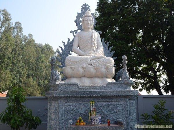 Tượng Phật trong Chùa Hàm Long Hải Phòng