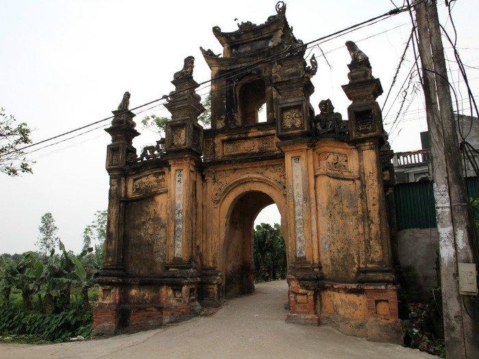 Cổng làng Cựu đặc sắc với lối kiến trúc quyển thư