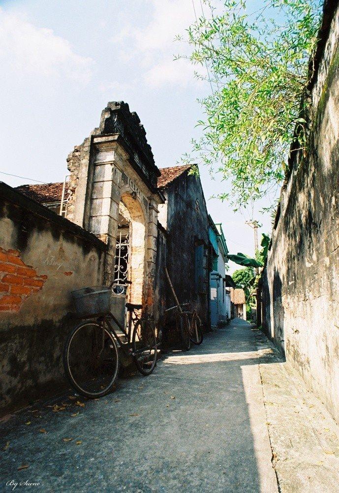 Một góc ngõ hẹp ở làng Cựu